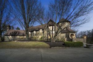 1650 Abbotsford Green Drive, Powell, OH 43065