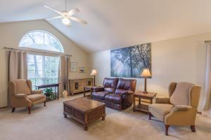 """One story condo! Vaulted great room with tons of natural light! (Approx. size: 16'6"""" x 15')"""