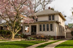 Classic craftsman style home on Oakland Park Ave
