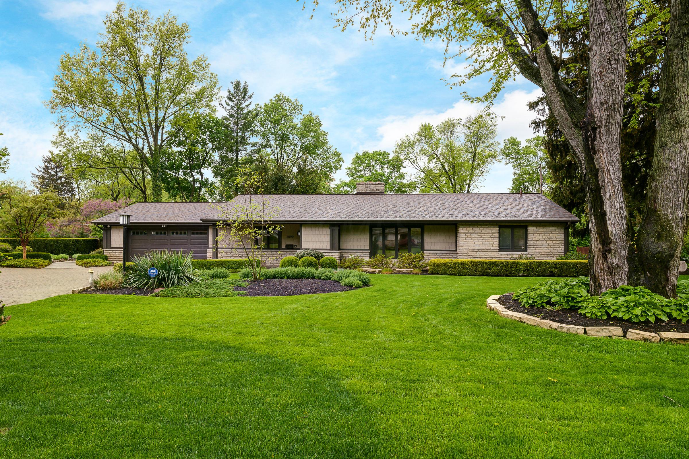 Photo of 3099 Dorchester Road, Upper Arlington, OH 43221