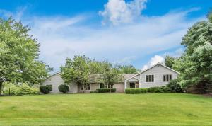 Property for sale at 10 Meadow Wood Drive, Granville,  Ohio 43023