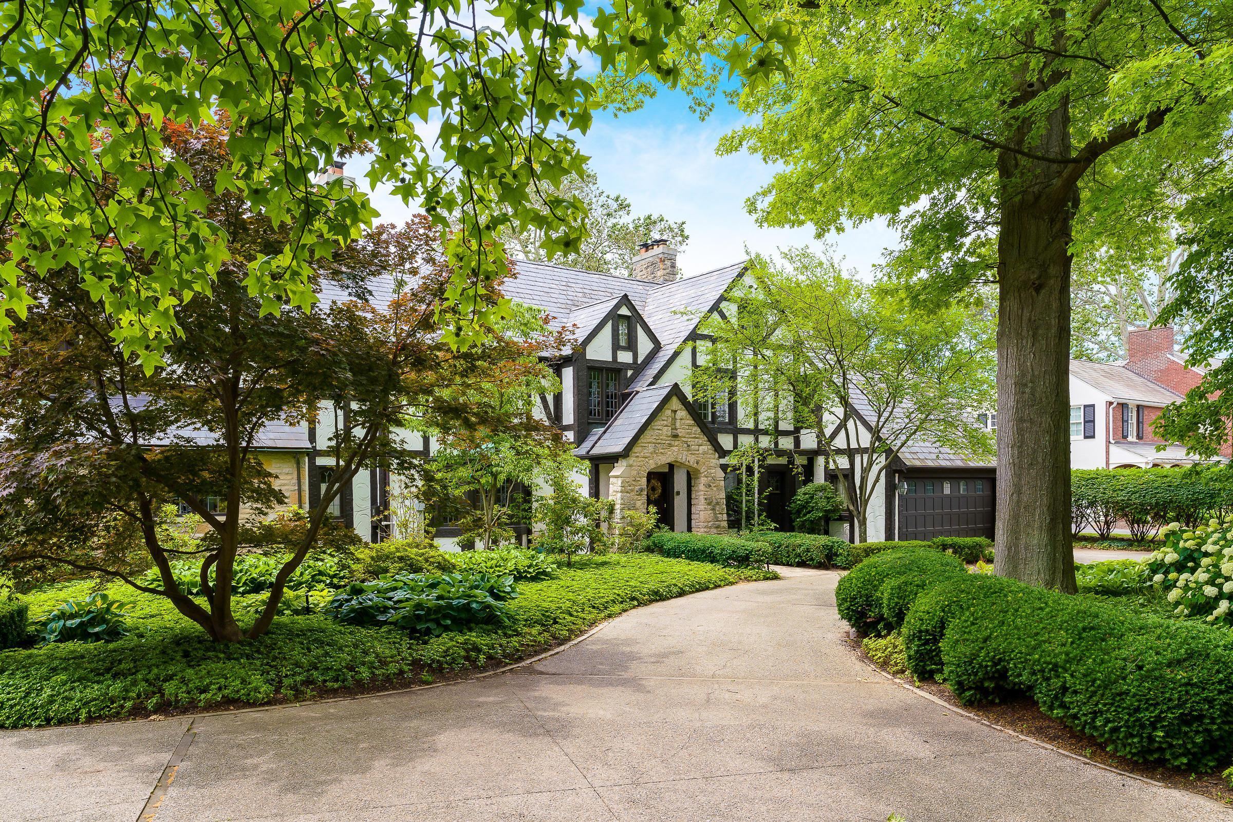 Photo of 2515 Tremont Road, Upper Arlington, OH 43221