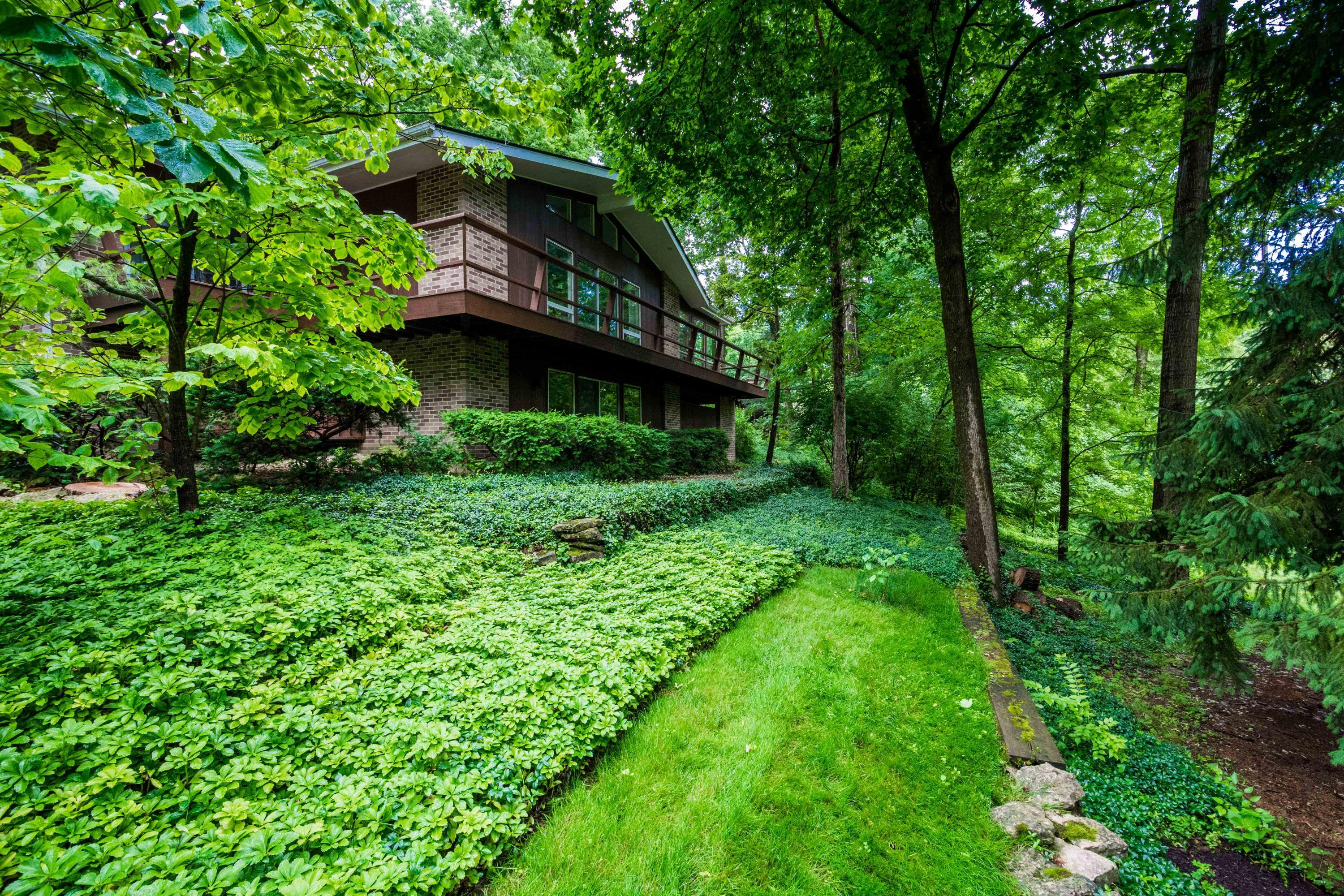 Photo of 4062 Fairfax Drive, Upper Arlington, OH 43220