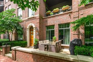 251 Daniel Burnham Square, TH253, Columbus, OH 43215