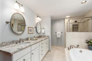 Owner's retreat! Beautifully updated en-suite bath with walk-in closet and linen closet!