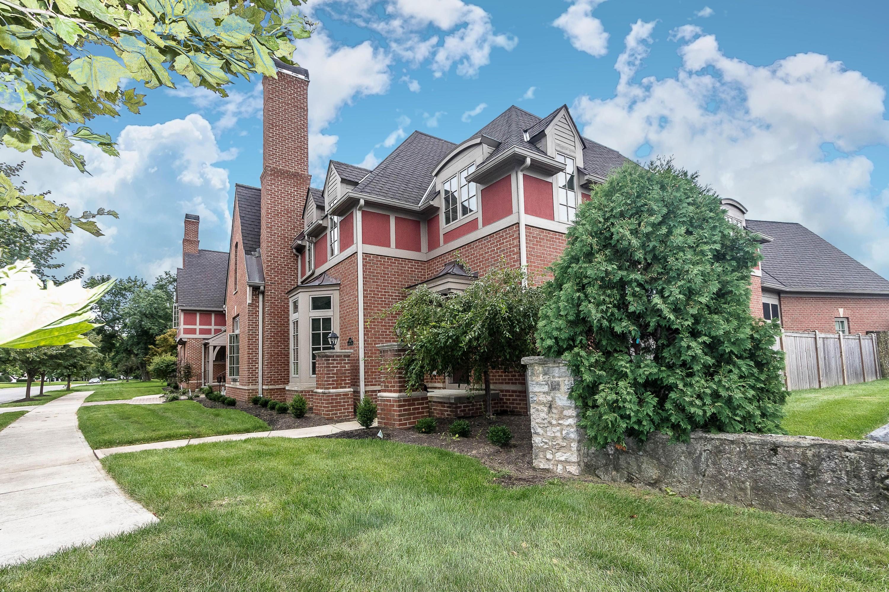 Photo of 2459 Cambridge Boulevard, Upper Arlington, OH 43221