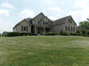 1442 Winding Oak Dr South NW, Baltimore, OH 43105