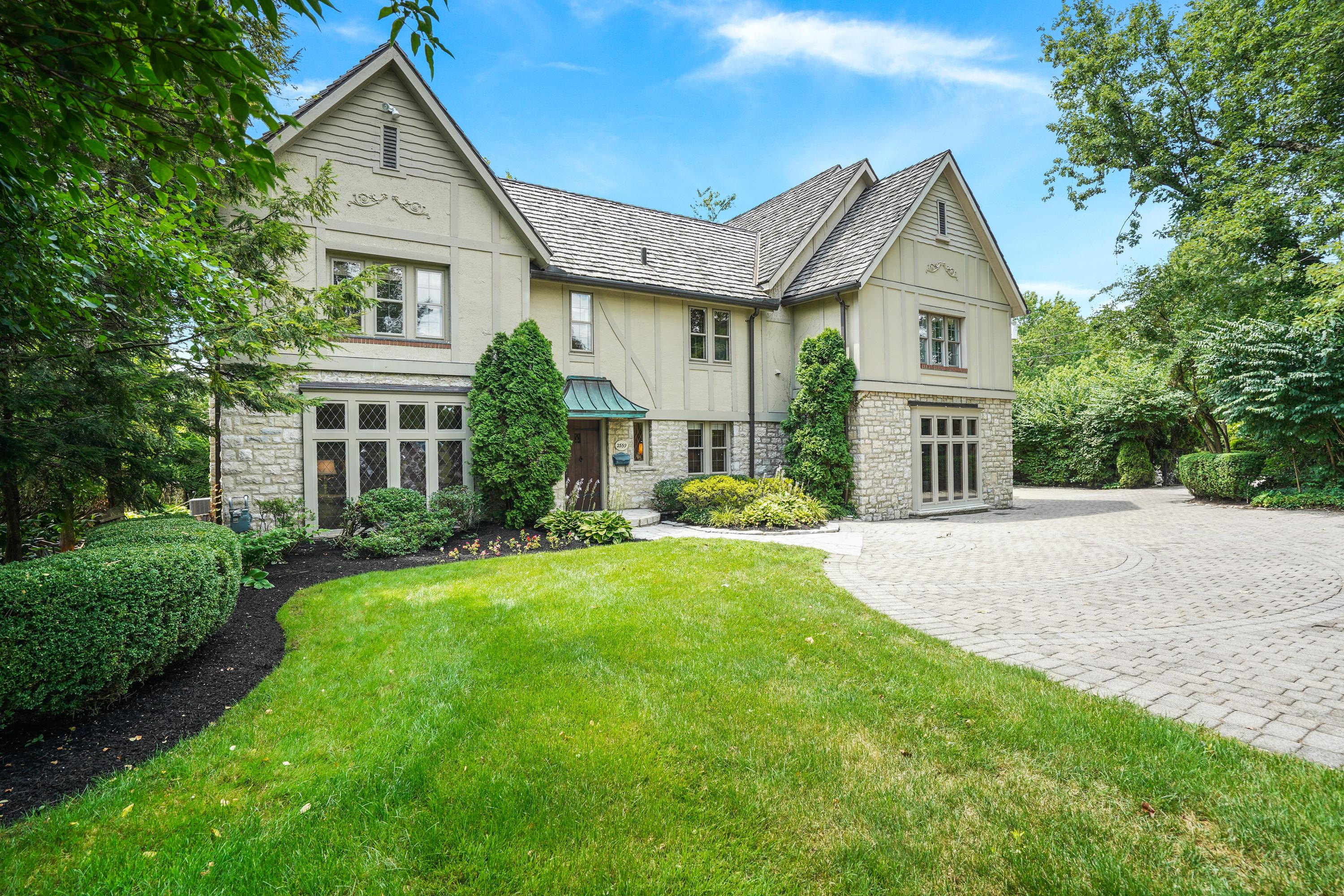 Photo of 2559 Tremont Road, Upper Arlington, OH 43221