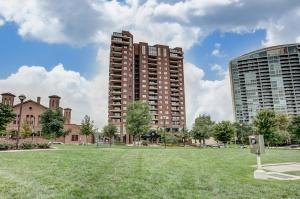 The Waterford, where you will find your urban oasis! Built in 1998 and meticulously maintained.