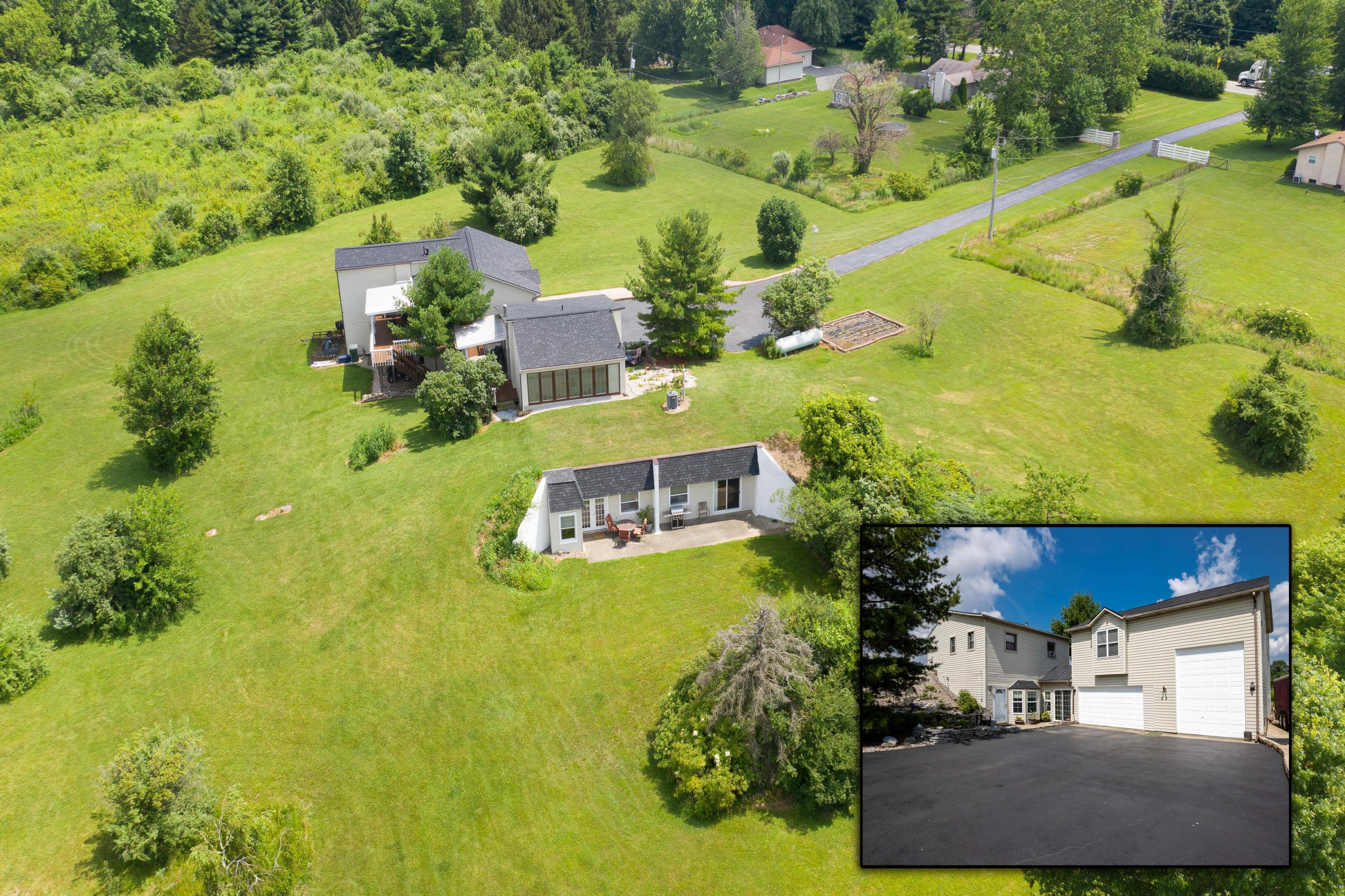 Photo of 10693 Johnstown Road, New Albany, OH 43054