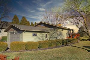 898 Fairway Drive, Howard, OH 43028