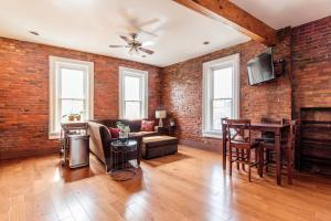 Beautiful Jackson Station condo in the heart of The Short North on the corner of 4th and High St.  Open concept living with hardwood floors, exposed brick, updated kitchen with stainless steel appliances, cherry cabinets, and subway tile backslash.  Fresh paint throughout!  End unit brings in tons of lights and great views of Downtown and High Street.  Steps to nightlife, restaurants, shopping, and everything that The Short North has to offer!