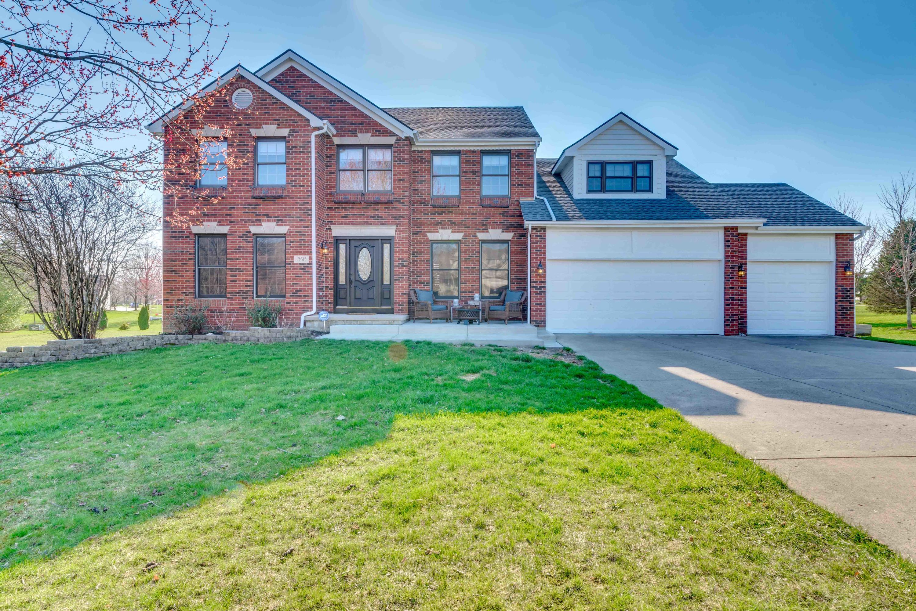 Photo of 13615 Fernlace Court NW, Pickerington, OH 43147
