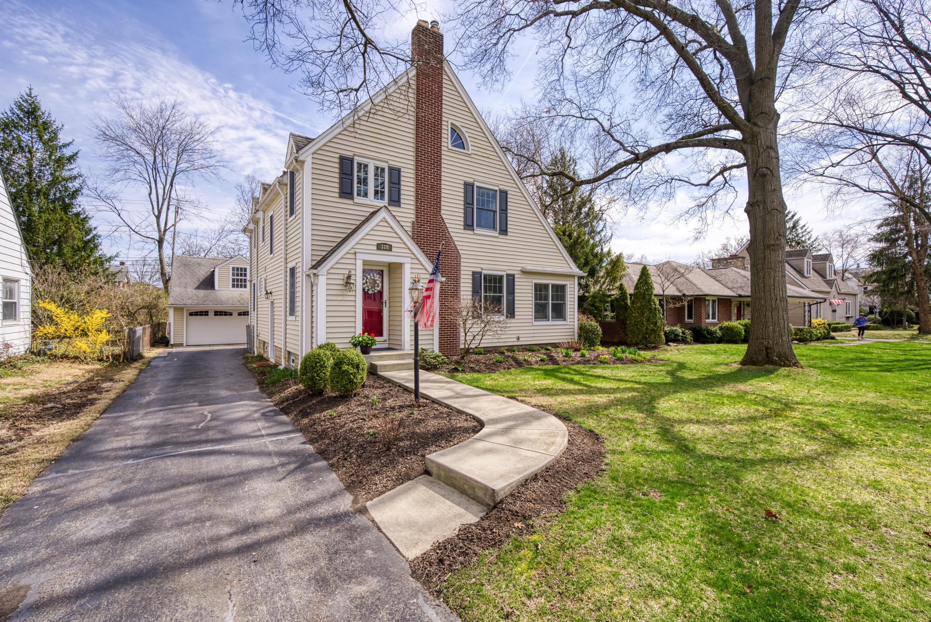 Photo of 318 Ardmore Road, Bexley, OH 43209