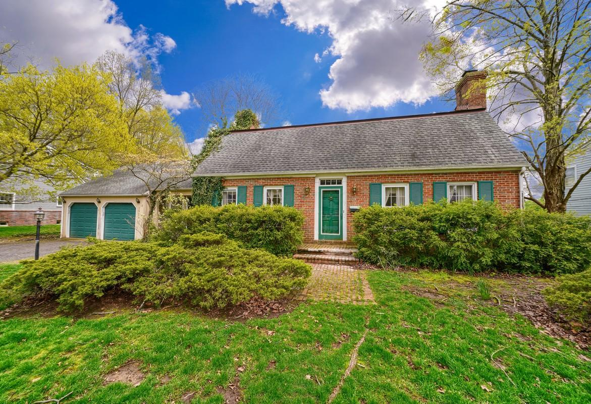 3926 Criswell Drive, Columbus, Ohio 43220, 4 Bedrooms Bedrooms, ,3 BathroomsBathrooms,Residential,For Sale,Criswell,220002756