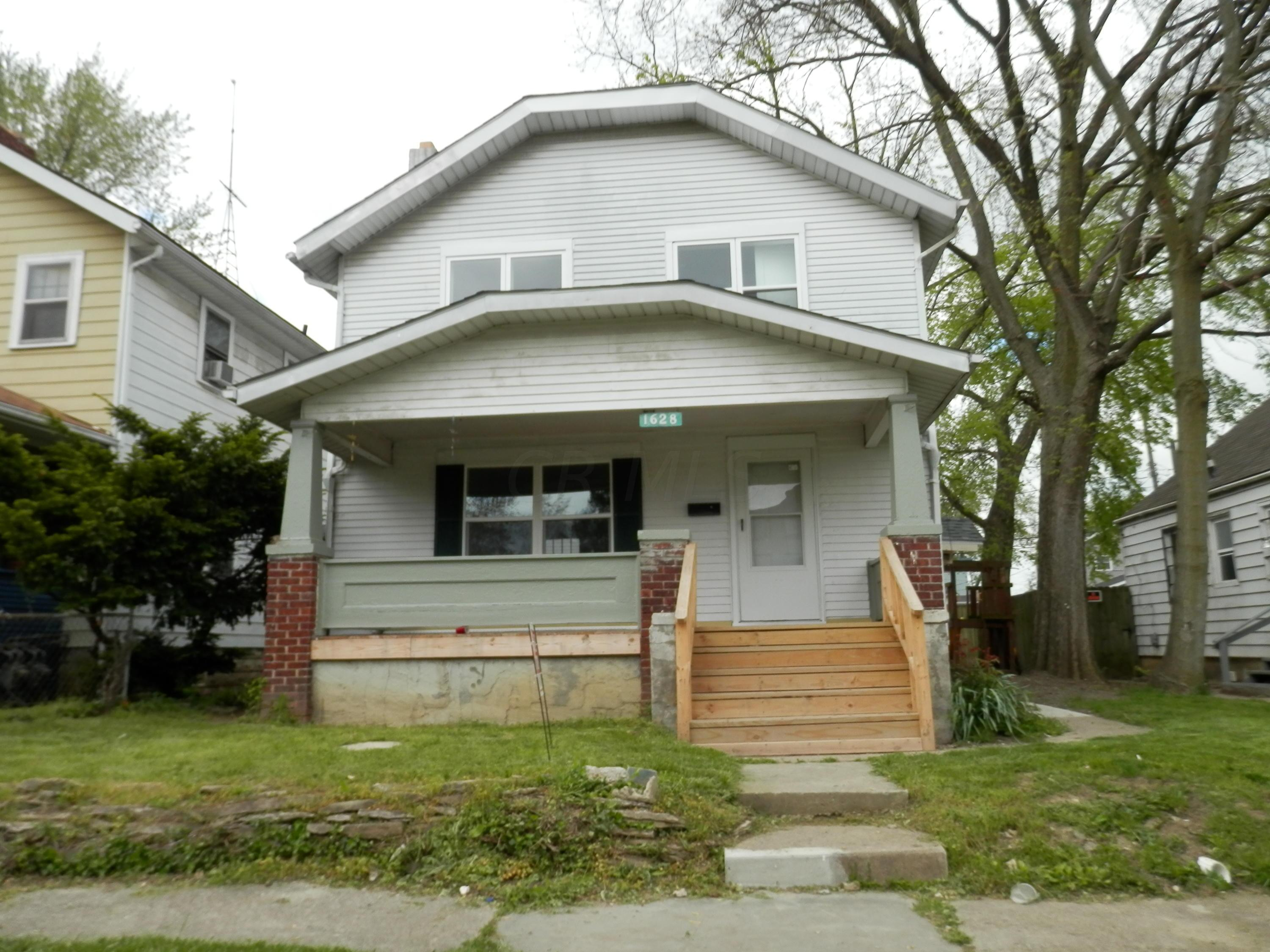 Property for sale at 1628 Briarwood Avenue, Columbus,  Ohio 43211