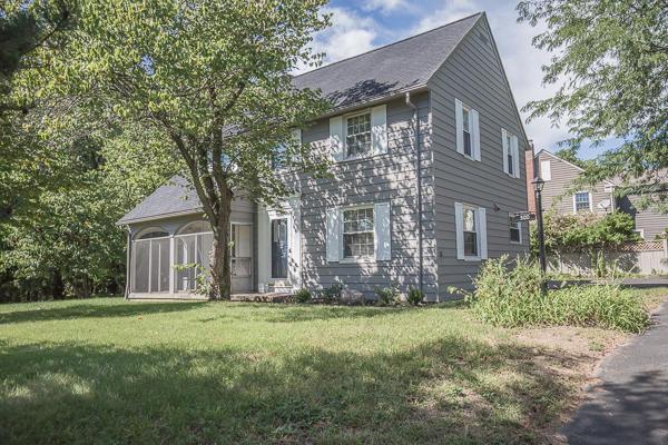 300 New England Avenue, Worthington, Ohio 43085, 3 Bedrooms Bedrooms, ,4 BathroomsBathrooms,Residential,For Sale,New England,220016560
