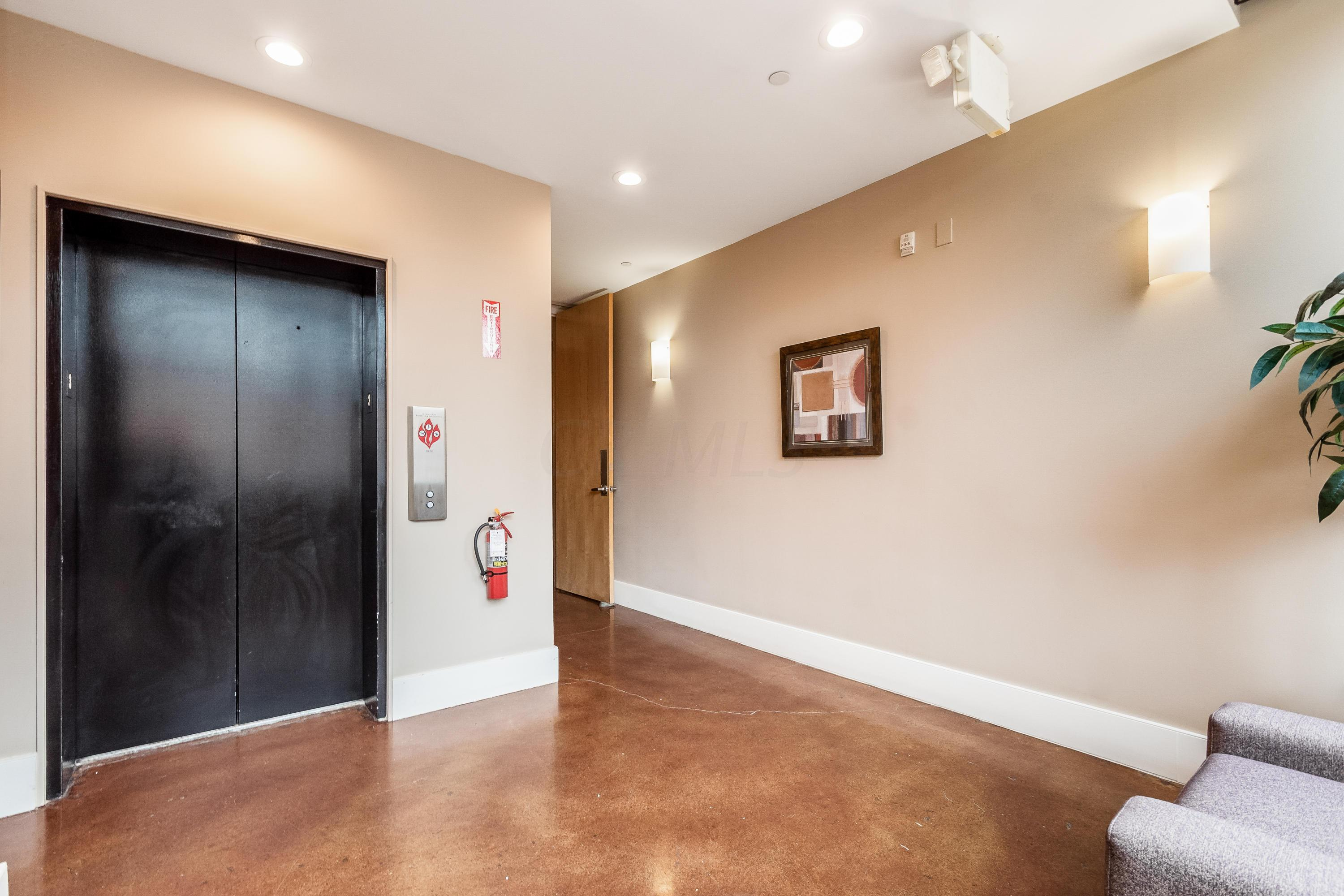 199 5th Street, Columbus, Ohio 43215, 2 Bedrooms Bedrooms, ,2 BathroomsBathrooms,Residential,For Sale,5th,220016845