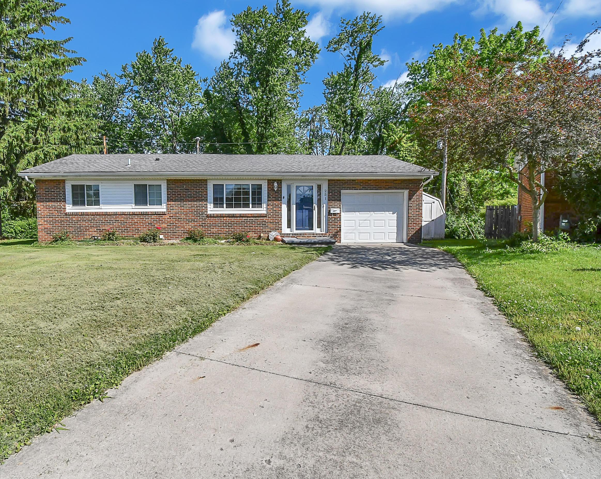 Property for sale at 251 Sherwood Drive, Circleville,  Ohio 43113