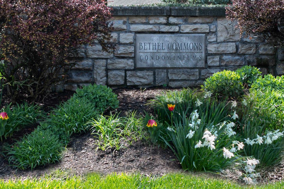 5414 Baneberry Avenue, Columbus, Ohio 43235, 2 Bedrooms Bedrooms, ,4 BathroomsBathrooms,Residential,For Sale,Baneberry,220017323