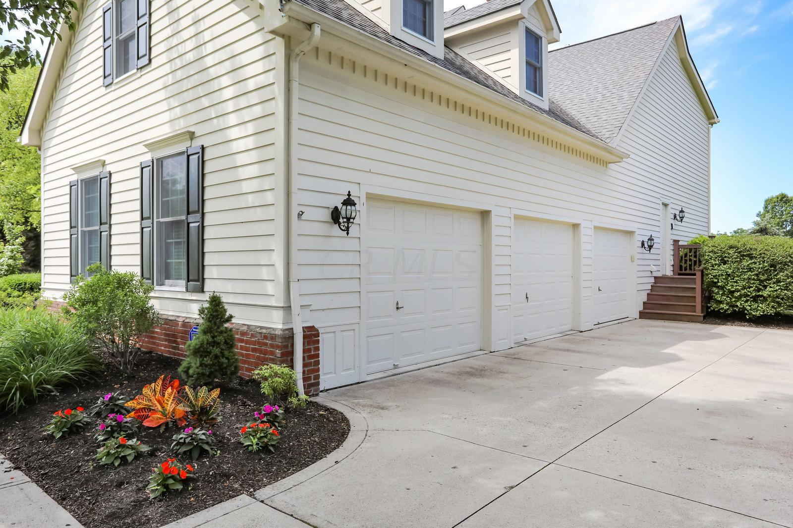 6922 Lake Trail Drive, Westerville, Ohio 43082, 5 Bedrooms Bedrooms, ,5 BathroomsBathrooms,Residential,For Sale,Lake Trail,220018365