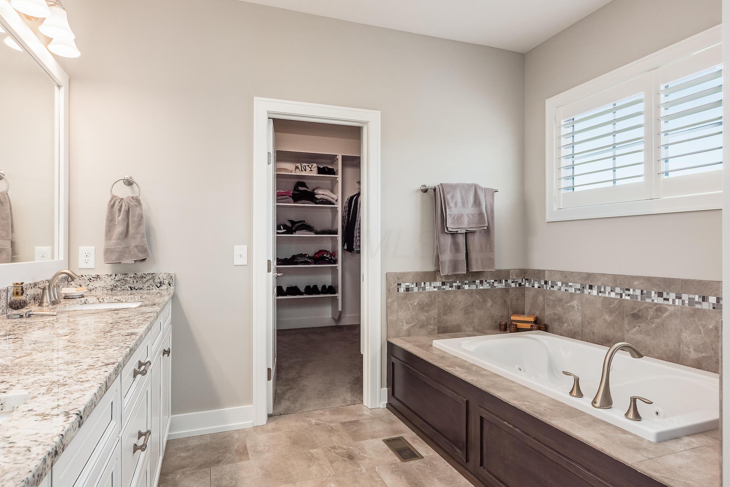 10728 Arrowwood Drive, Plain City, Ohio 43064, 4 Bedrooms Bedrooms, ,4 BathroomsBathrooms,Residential,For Sale,Arrowwood,220018926
