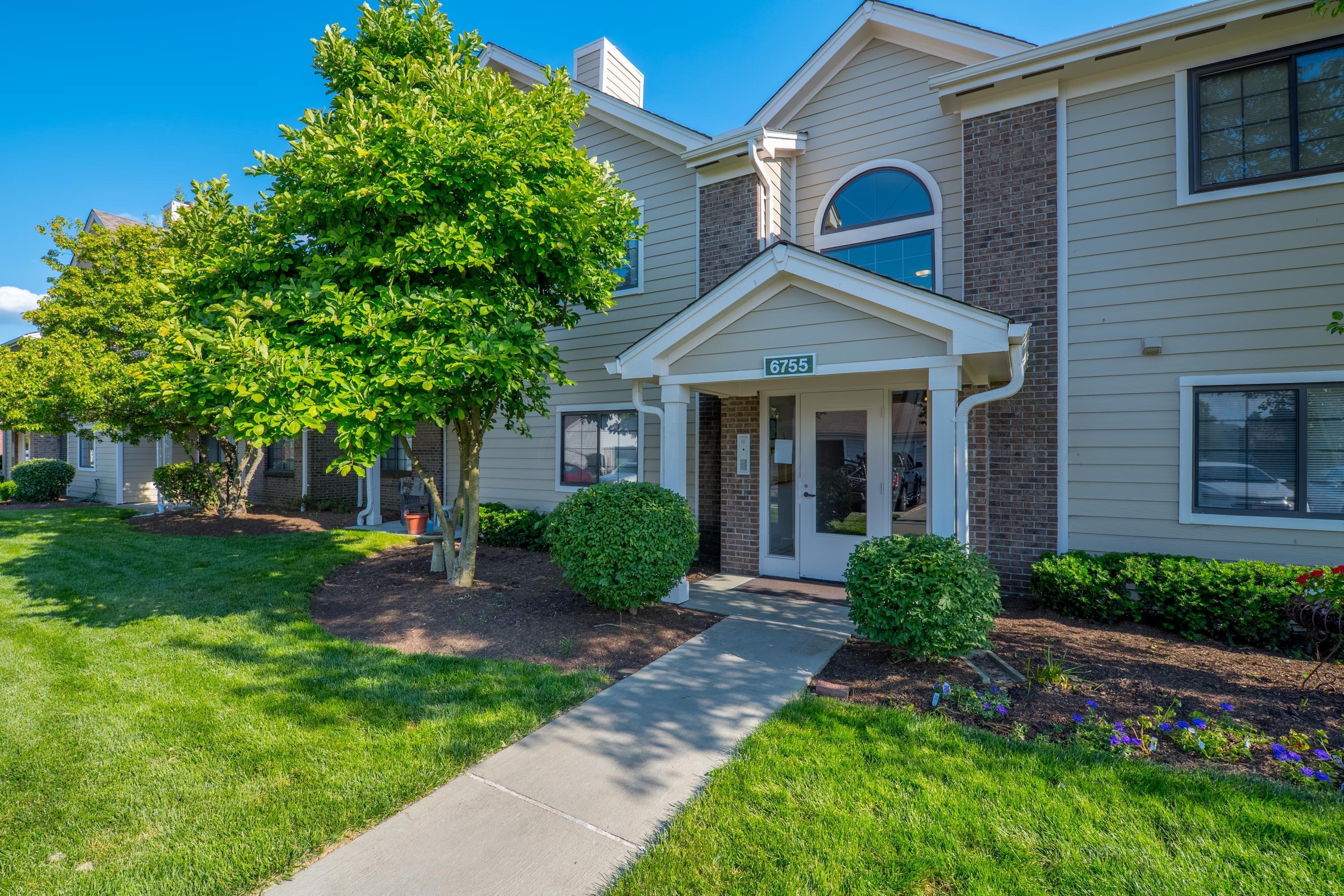 6755 Meadow Creek Drive, Columbus, Ohio 43235, 2 Bedrooms Bedrooms, ,2 BathroomsBathrooms,Residential,For Sale,Meadow Creek,220019121