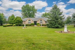 6850 Castlewood Drive NW, Carroll, OH 43112