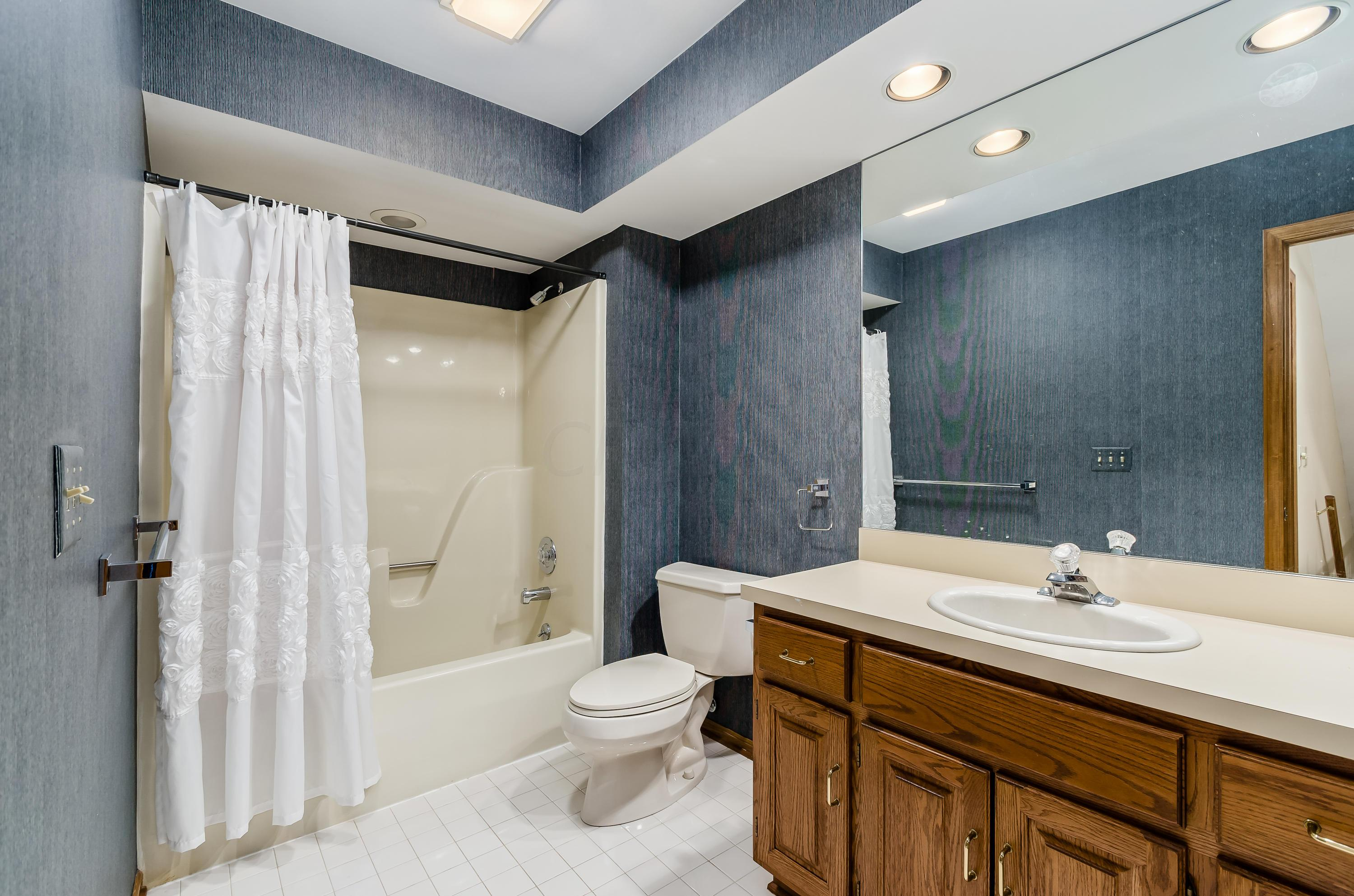 4478 Masters Court, Columbus, Ohio 43220, 3 Bedrooms Bedrooms, ,3 BathroomsBathrooms,Residential,For Sale,Masters,220019544