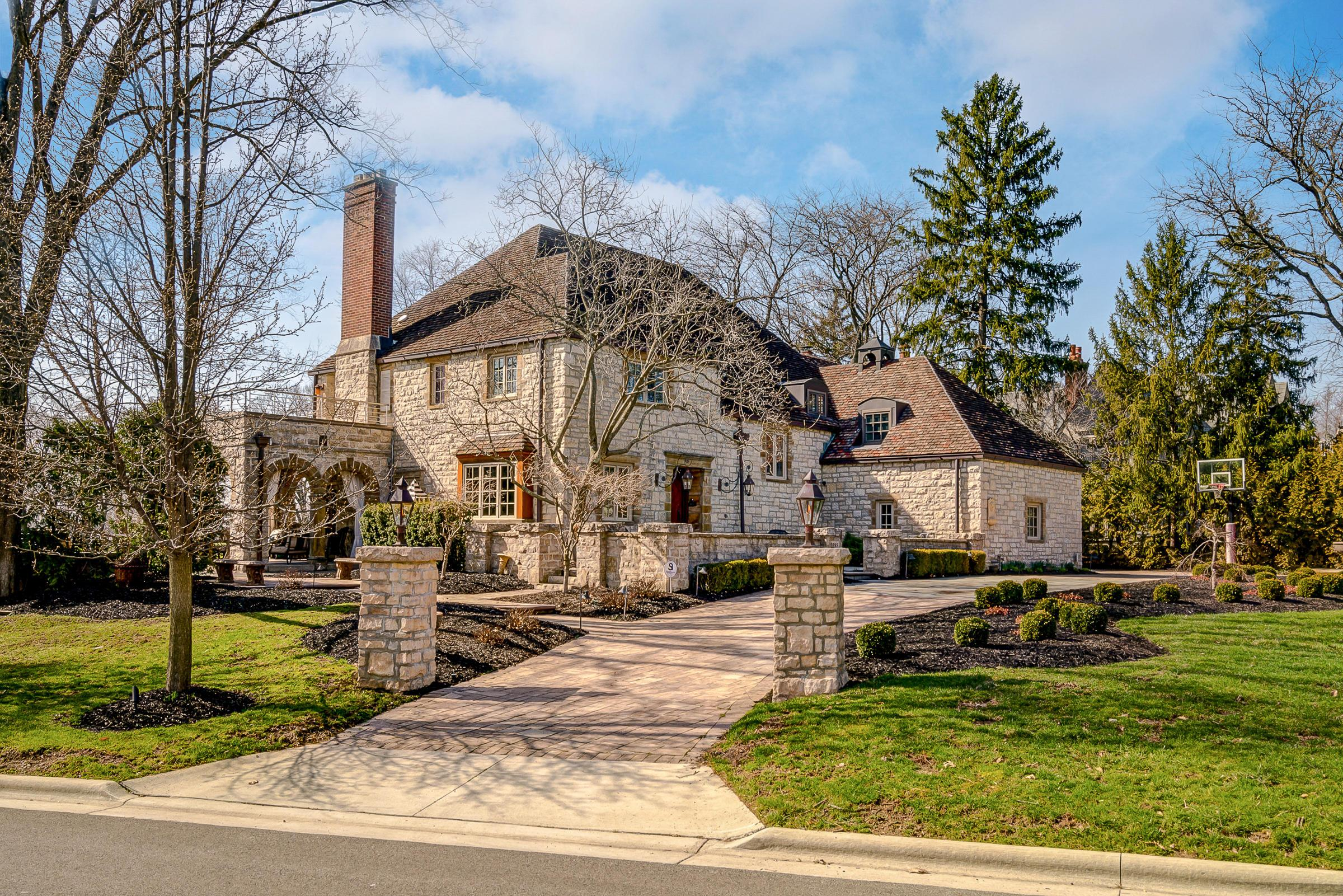 Photo of 2285 Yorkshire Road, Upper Arlington, OH 43221