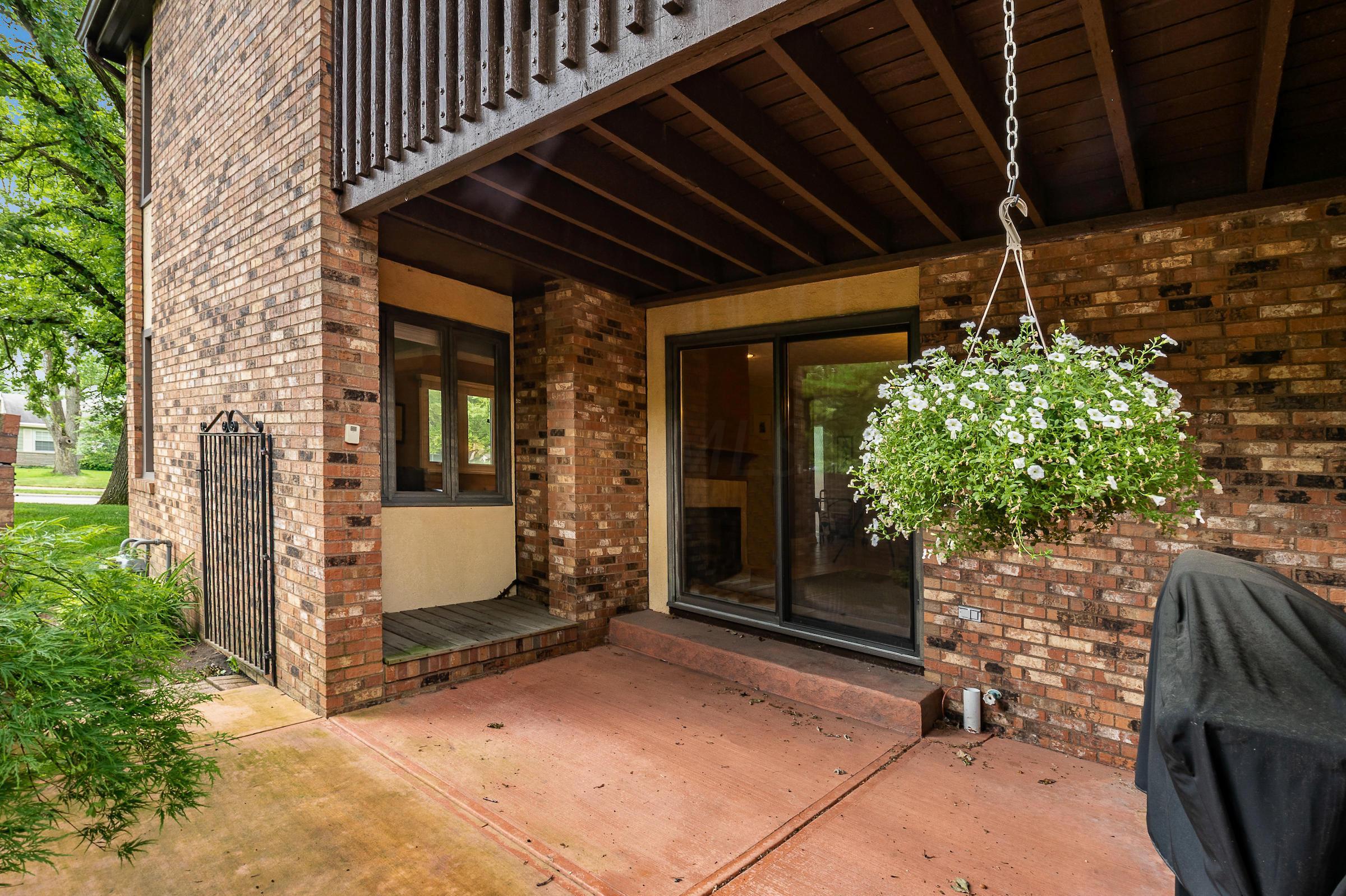 2422 Sherwood Villa, Upper Arlington, Ohio 43221, 3 Bedrooms Bedrooms, ,4 BathroomsBathrooms,Residential,For Sale,Sherwood Villa,220019744