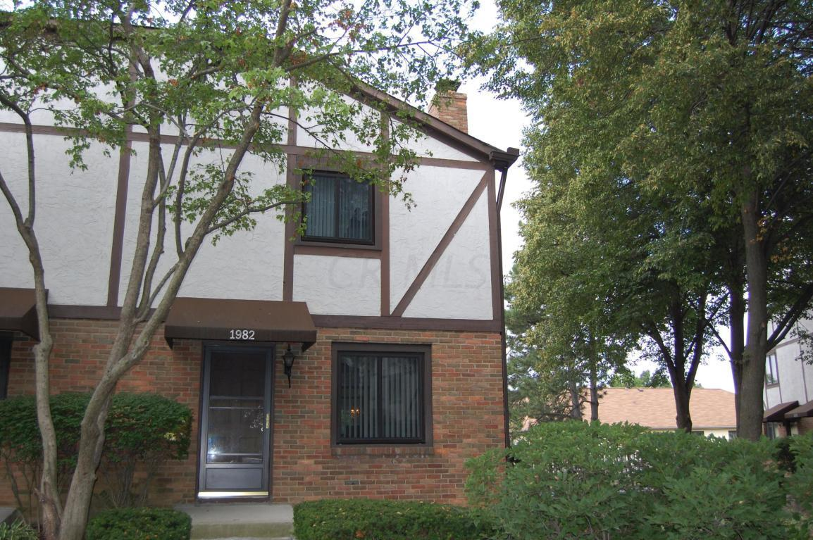 1982 Drury Lane, Columbus, Ohio 43235, 2 Bedrooms Bedrooms, ,2 BathroomsBathrooms,Residential,For Sale,Drury,220019823