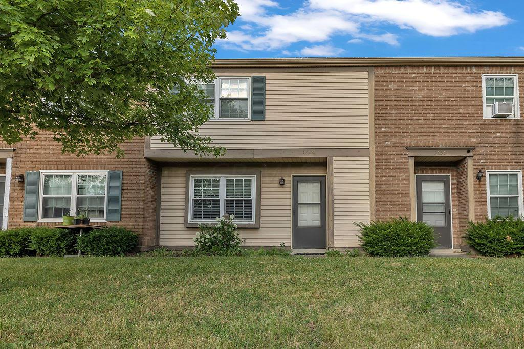 1638 Park Row Drive, Columbus, Ohio 43235, 2 Bedrooms Bedrooms, ,3 BathroomsBathrooms,Residential,For Sale,Park Row,220020029
