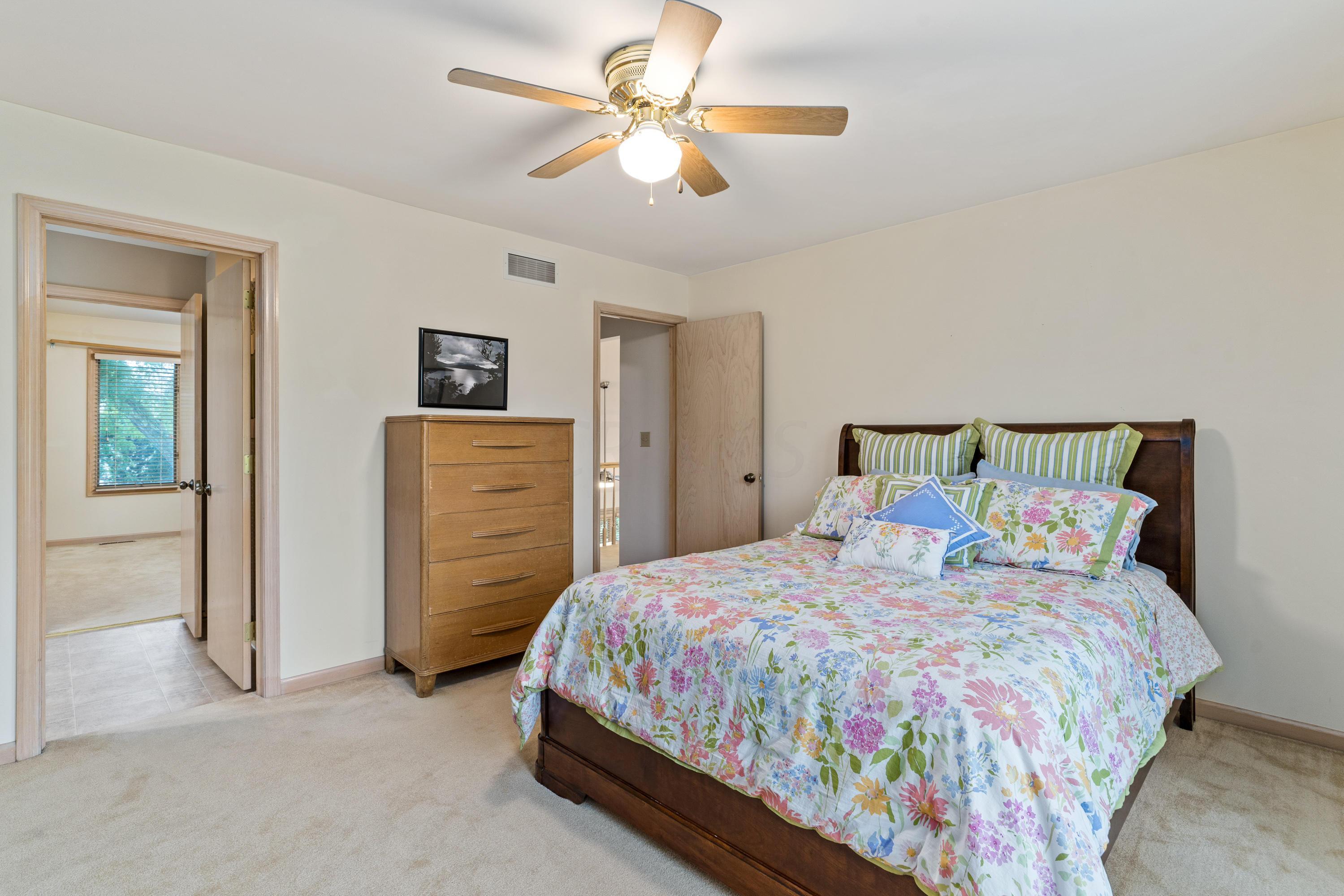 1366 Lorine Place, Columbus, Ohio 43235, 3 Bedrooms Bedrooms, ,3 BathroomsBathrooms,Residential,For Sale,Lorine,220020115