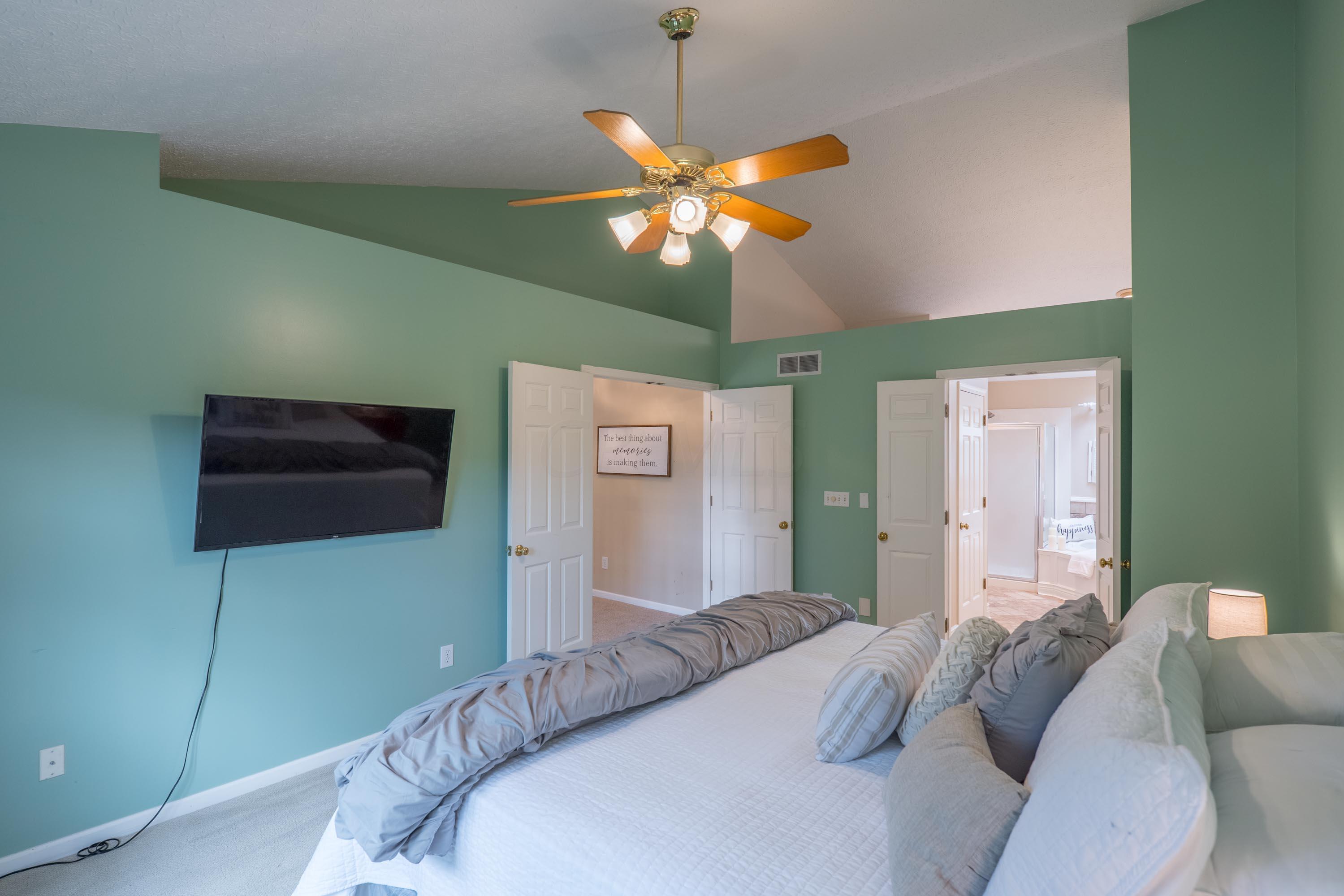 3959 Davidson Run Court, Hilliard, Ohio 43026, 4 Bedrooms Bedrooms, ,4 BathroomsBathrooms,Residential,For Sale,Davidson Run,220020528