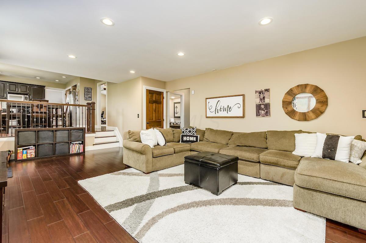 339 Pebble Creek Drive, Dublin, Ohio 43017, 4 Bedrooms Bedrooms, ,3 BathroomsBathrooms,Residential,For Sale,Pebble Creek,220020391