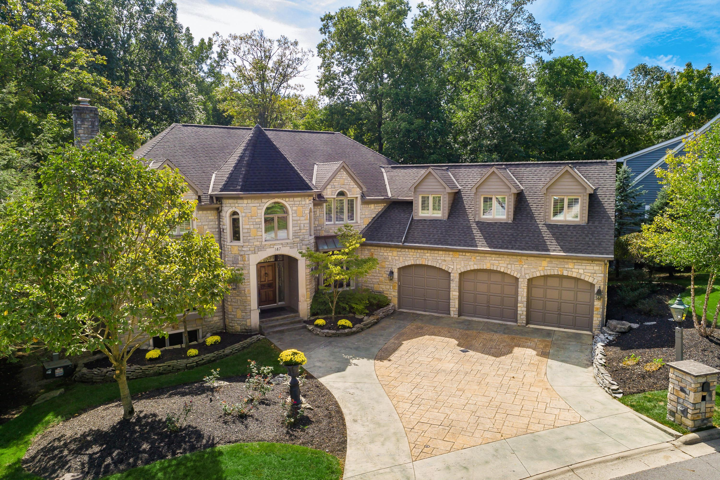 147 Lake Bluff Drive, Columbus, Ohio 43235, 6 Bedrooms Bedrooms, ,5 BathroomsBathrooms,Residential,For Sale,Lake Bluff,220020405