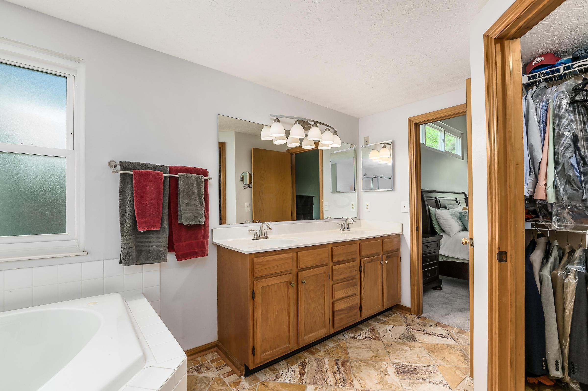 4398 Chukbuk Court, Hilliard, Ohio 43026, 4 Bedrooms Bedrooms, ,3 BathroomsBathrooms,Residential,For Sale,Chukbuk,220020589