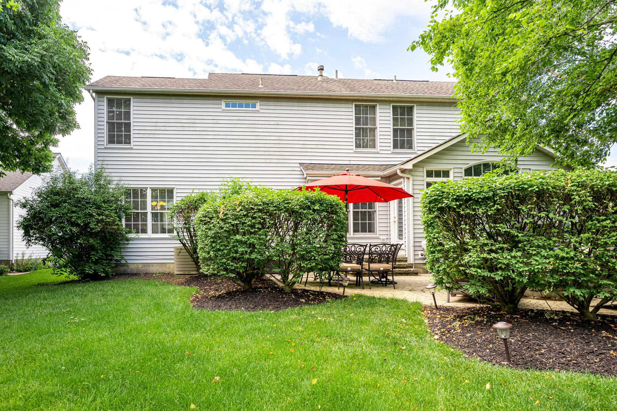 5884 Lakeview Drive, Hilliard, Ohio 43026, 3 Bedrooms Bedrooms, ,4 BathroomsBathrooms,Residential,For Sale,Lakeview,220020593
