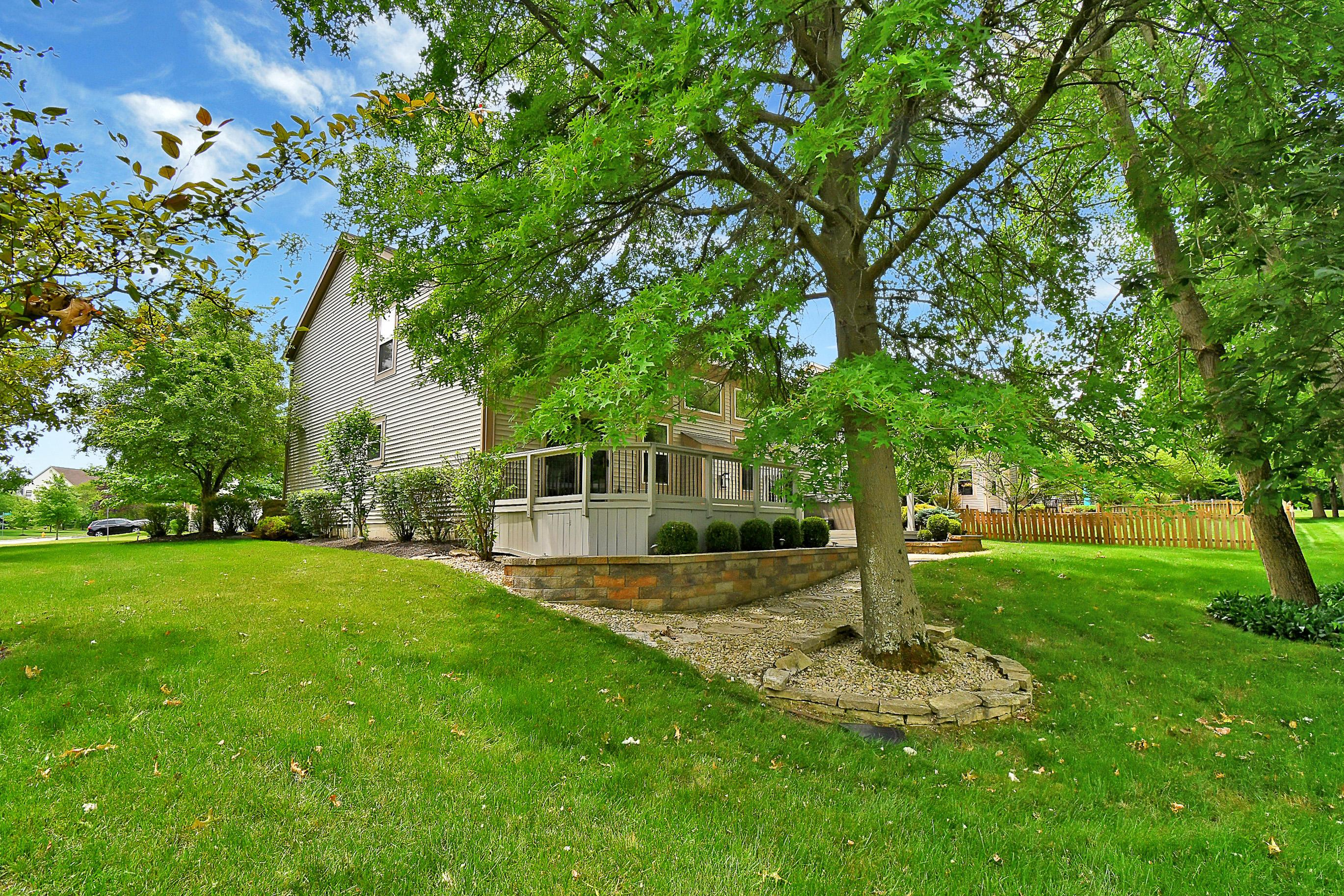 2747 Roe Drive, Lewis Center, Ohio 43035, 3 Bedrooms Bedrooms, ,4 BathroomsBathrooms,Residential,For Sale,Roe,220020805