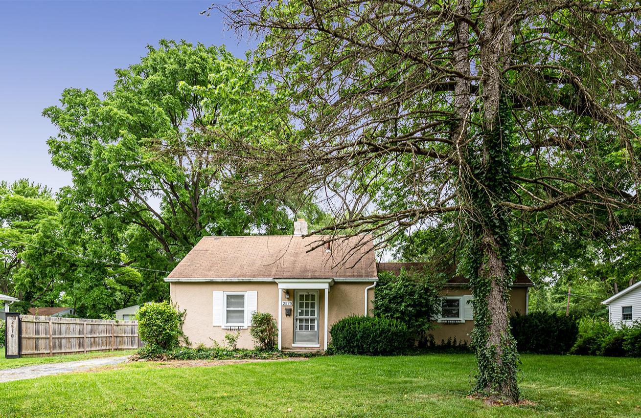 2570 Zollinger Road, Columbus, Ohio 43221, 3 Bedrooms Bedrooms, ,2 BathroomsBathrooms,Residential,For Sale,Zollinger,220021122