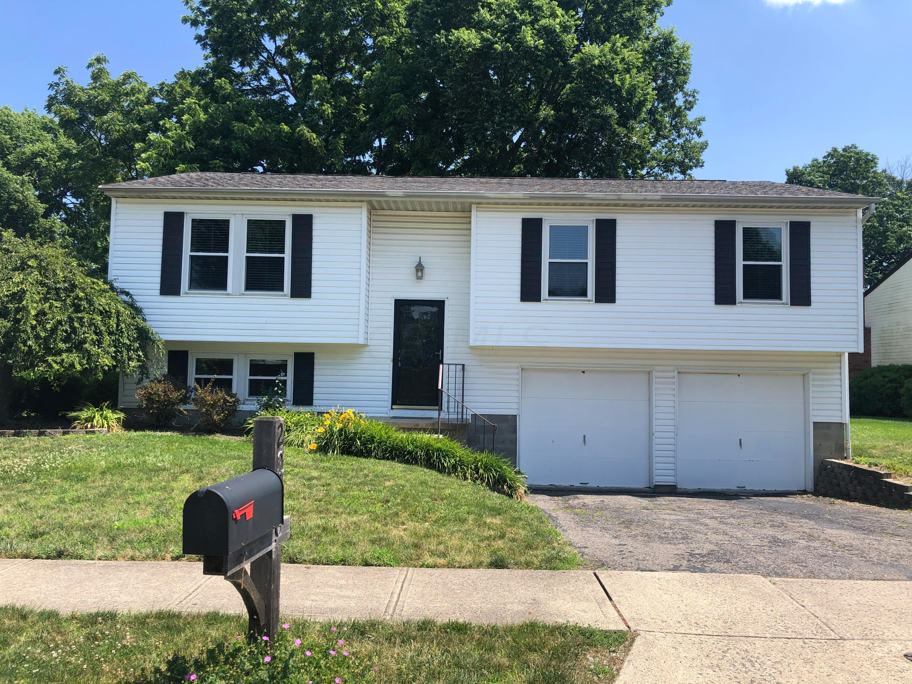 2206 Bigby Hollow Street, Columbus, Ohio 43228, 3 Bedrooms Bedrooms, ,3 BathroomsBathrooms,Residential,For Sale,Bigby Hollow,220021327