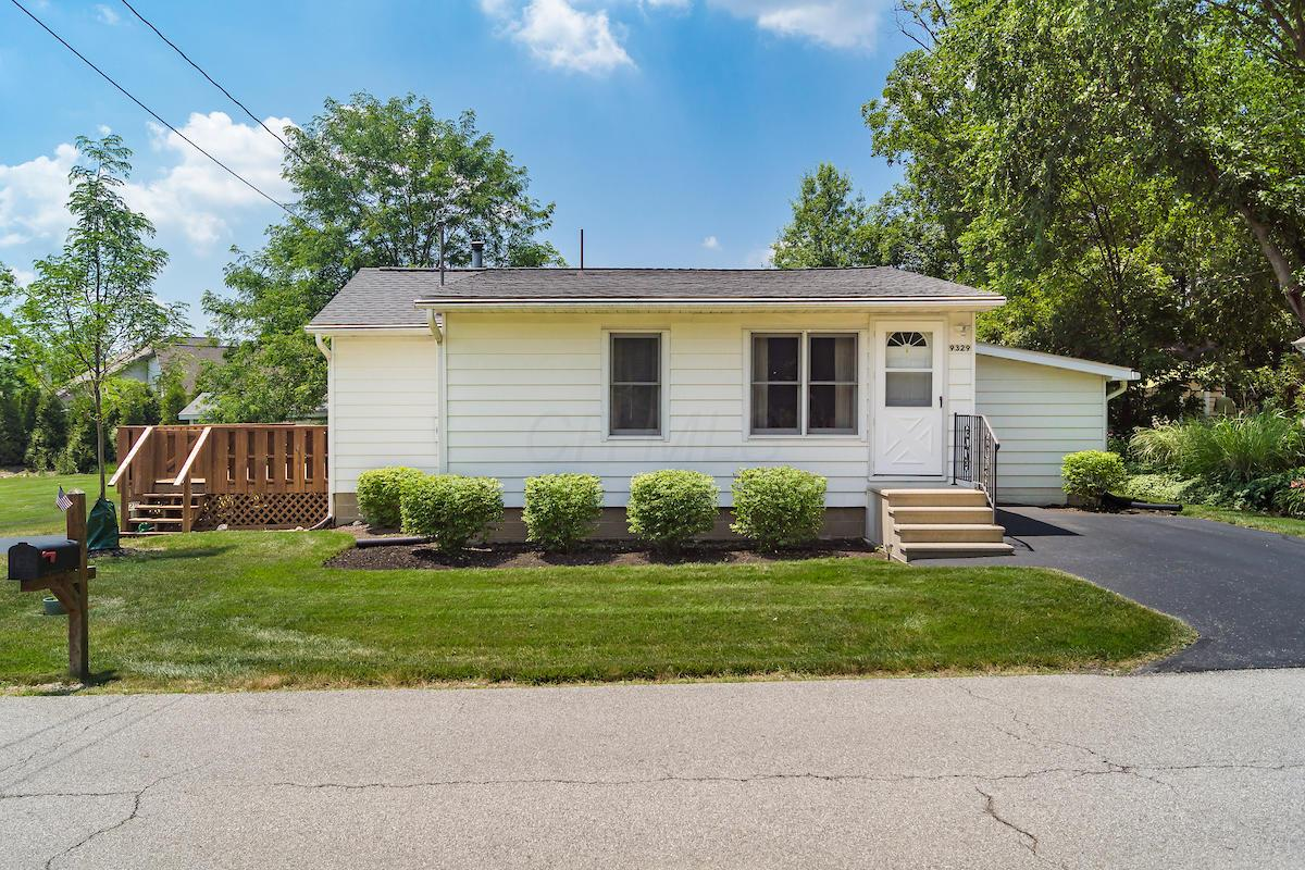 9329 Westview Drive, Powell, Ohio 43065, 3 Bedrooms Bedrooms, ,1 BathroomBathrooms,Residential,For Sale,Westview,220022380