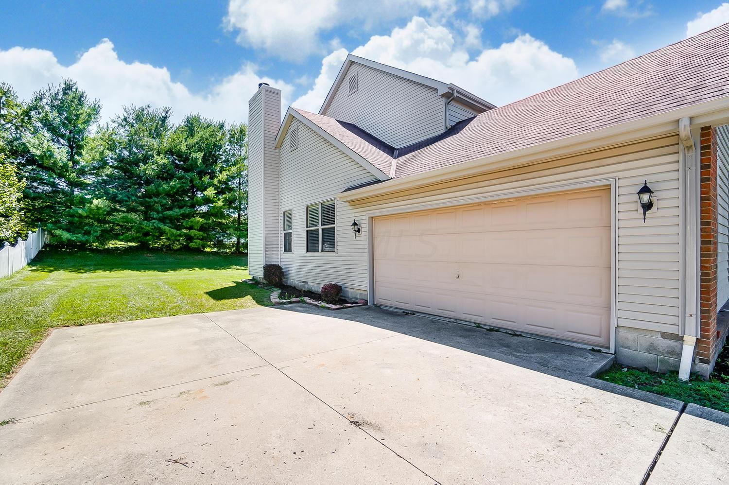 27 Bluegrass Drive, Pataskala, Ohio 43062, 4 Bedrooms Bedrooms, ,3 BathroomsBathrooms,Residential,For Sale,Bluegrass,220017086