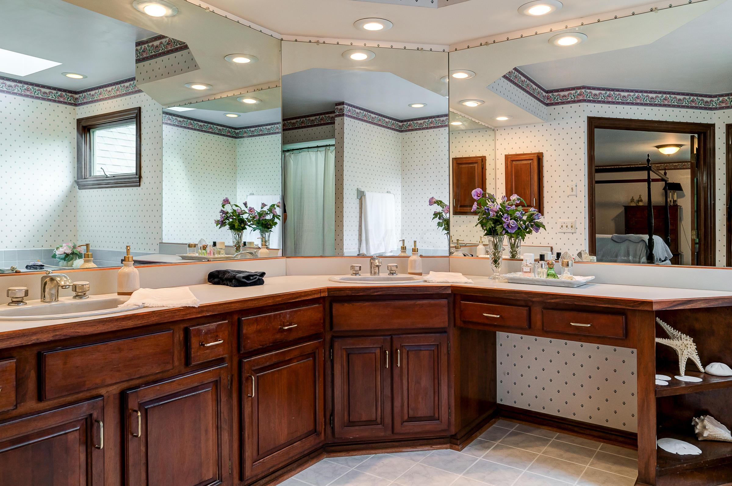 2249 Sedgwick Drive, Upper Arlington, Ohio 43220, 4 Bedrooms Bedrooms, ,4 BathroomsBathrooms,Residential,For Sale,Sedgwick,220016785