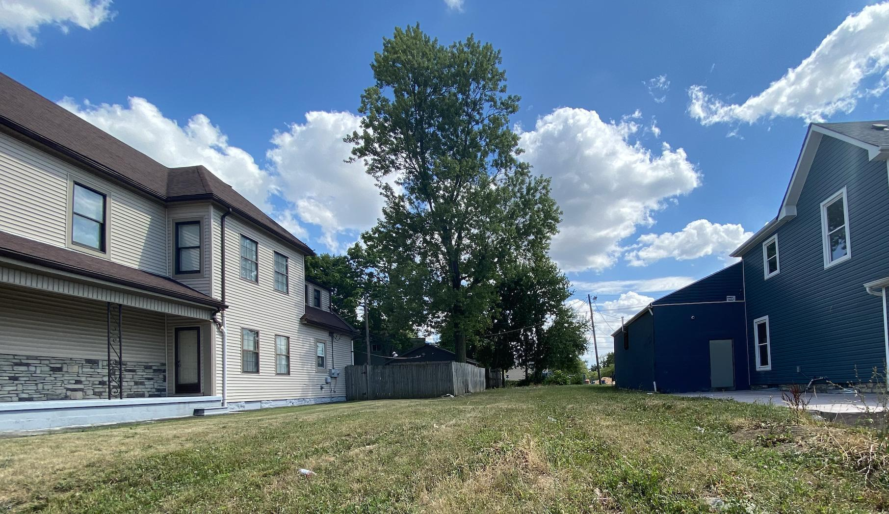2221 Broad Street, Columbus, Ohio 43223, ,Land/farm,For Sale,Broad,220023945