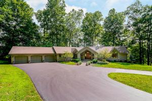 725 Country Club Drive, Newark, OH 43055