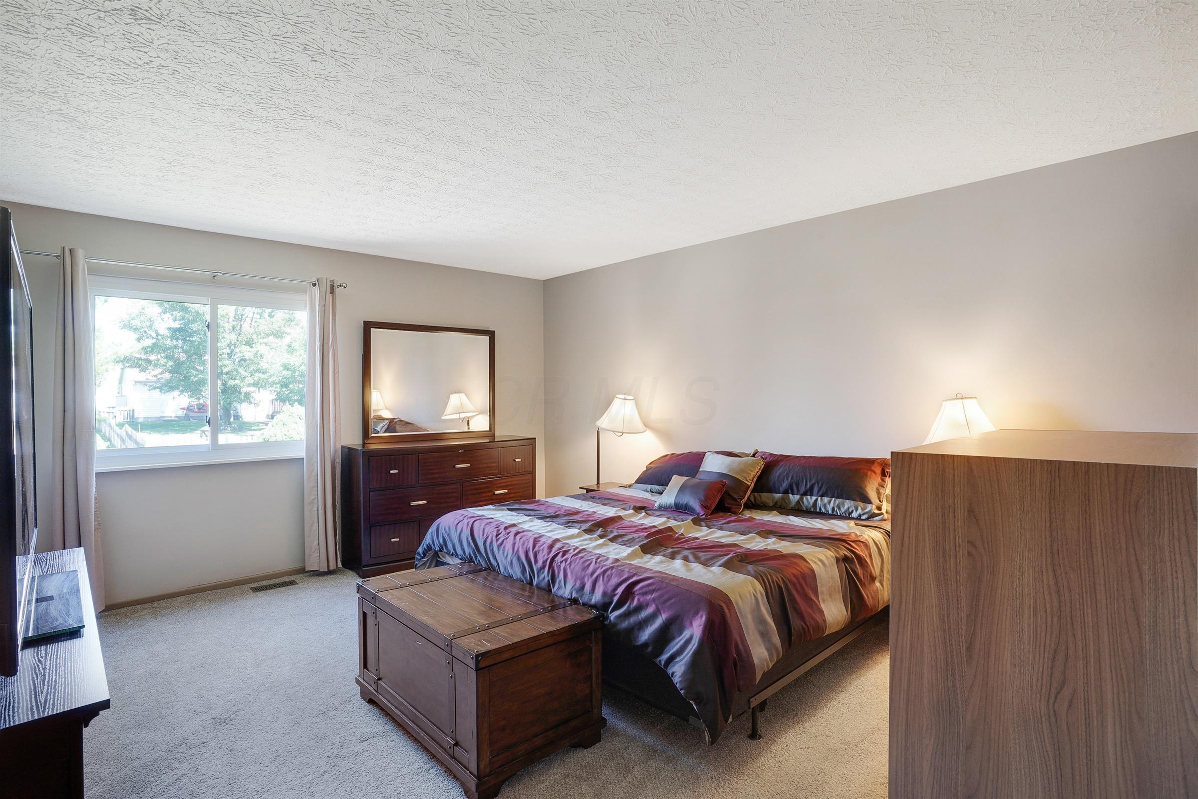 4968 Shady Oak Drive, Hilliard, Ohio 43026, 3 Bedrooms Bedrooms, ,1 BathroomBathrooms,Residential,For Sale,Shady Oak,220025305