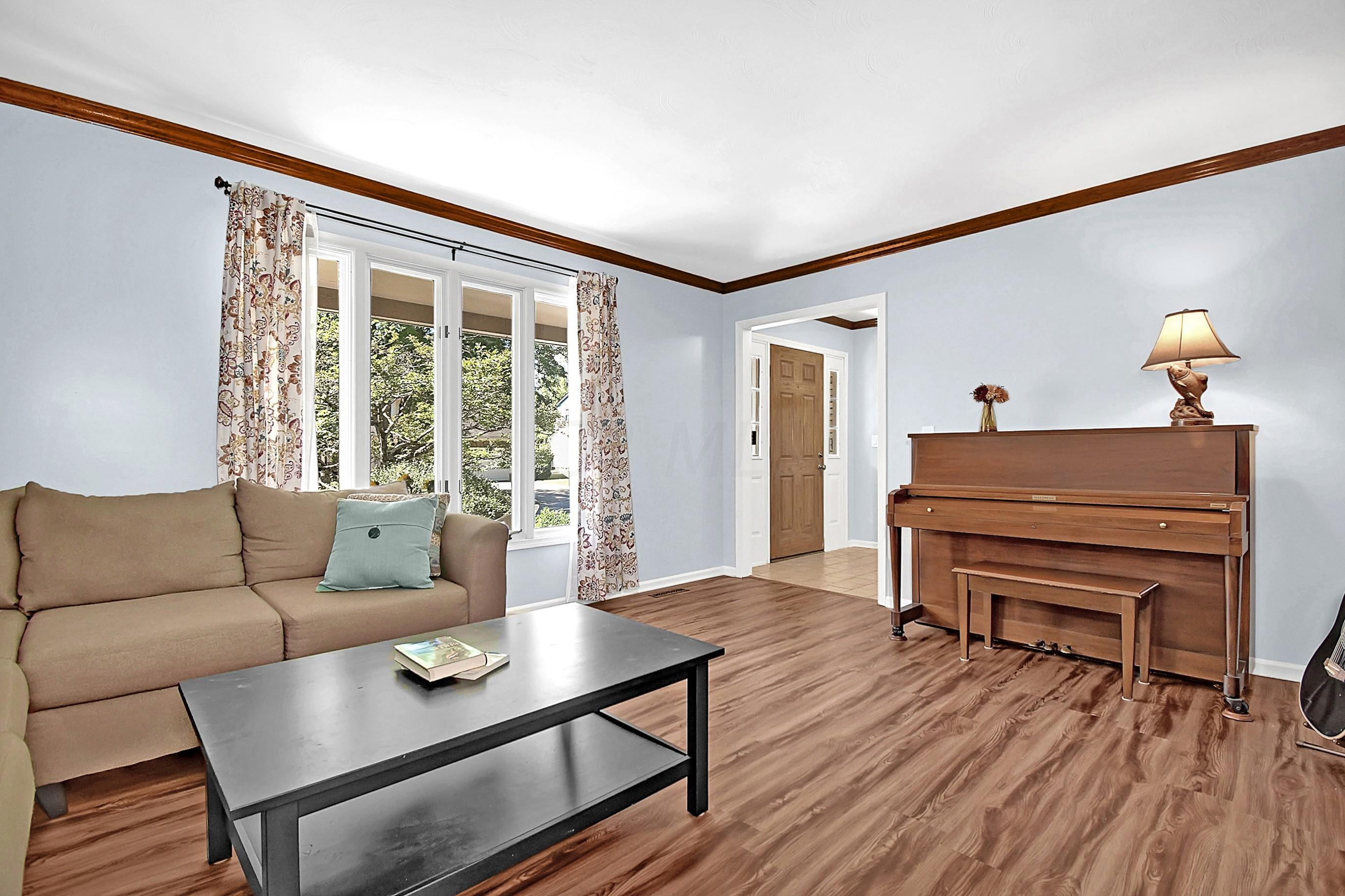 7579 Deer Creek Drive, Worthington, Ohio 43085, 4 Bedrooms Bedrooms, ,3 BathroomsBathrooms,Residential,For Sale,Deer Creek,220024883