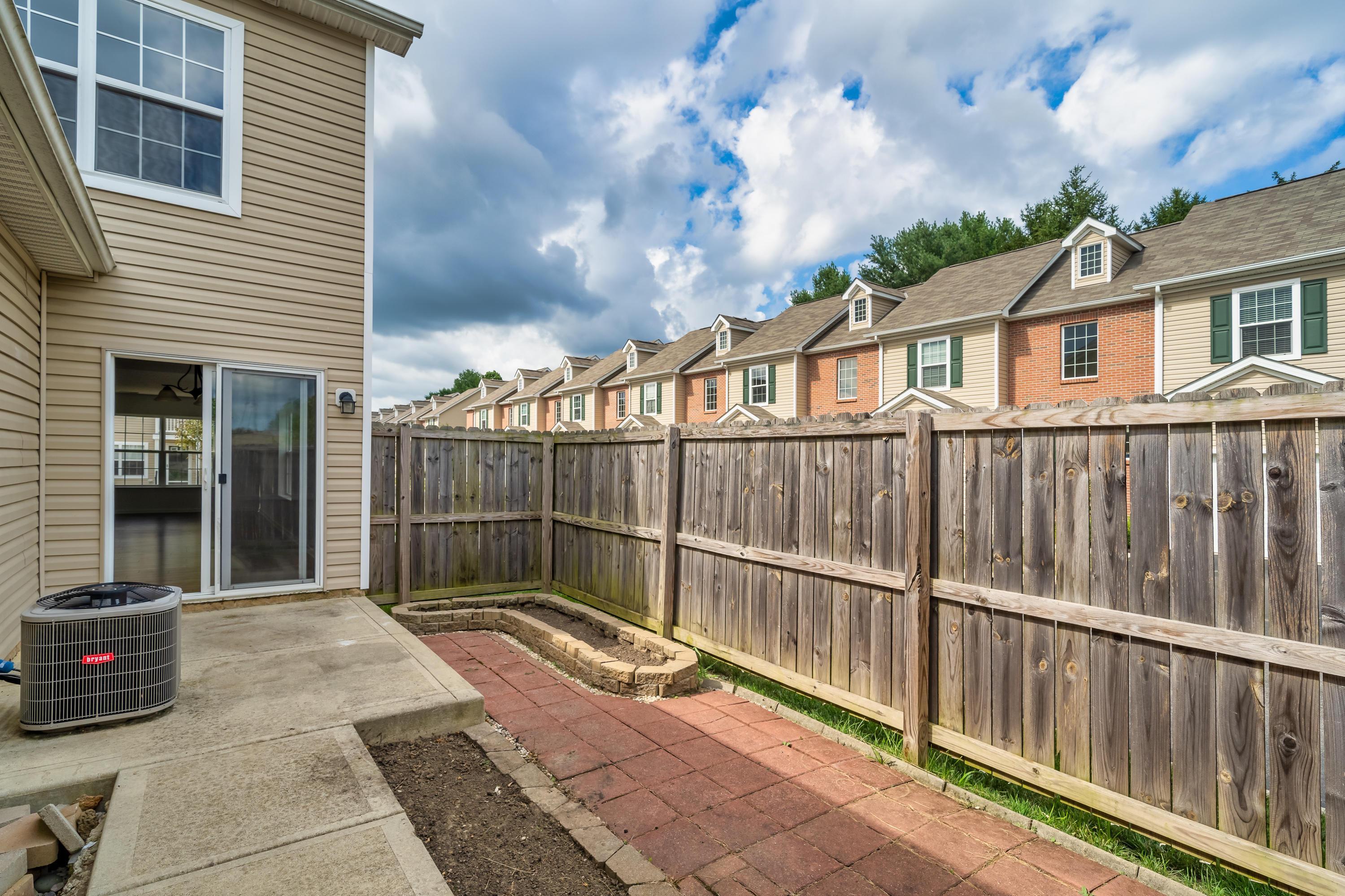 120 Gifford Road, Columbus, Ohio 43235, 2 Bedrooms Bedrooms, ,3 BathroomsBathrooms,Residential,For Sale,Gifford,220025397